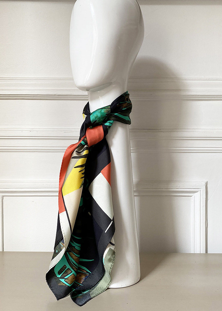 palm-girl-carré-scarf-be-parisian